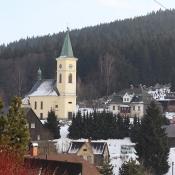 Kostel se hřbitovem a hrobkou